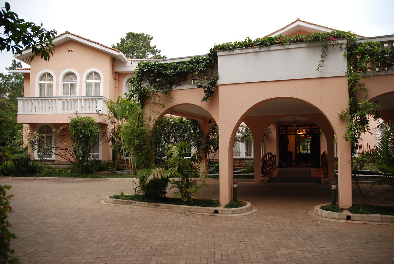 House of Waine, Nairobi, Kenya →<br /> <br /> We were met by Joseph from Cheli and Peacock who, after handing us two large envelopes of information from both Safari Drive in Tanzania and Chili and Peacock, their Kenyan agent, and going over some of it with us, drove us to the House of Waine. Before leaving the airport, we exchanged £95 for roughly 200,000 Tanzanian shillings. This may sound like a lot of money, but it would cost us roughly Tsh70,000 each time we filled the Land Rover with diesel. We would wish later that we had obtained many more Tanzanian shillings before leaving the Nairobi airport, as the currency was very difficult to come by in Tanzania and only cash was accepted at petrol stations. First lesson learned!